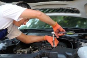 Motor Trade Insurance for the Car mechanic in auto repair service